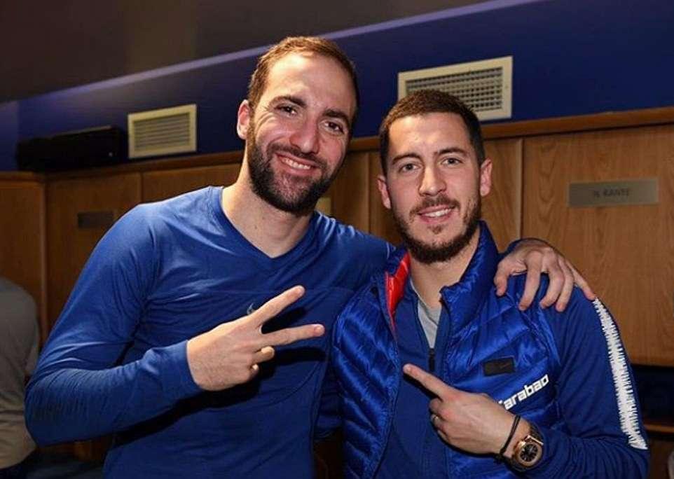 Chelsea bantai Huddersfield 5-0